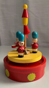 RARE VTG SENPO WOODEN TOY SOLDIERS MUSIC BOX. ROTATES TO MUSIC.