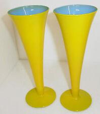 Zwei schöne Glas Kelche, gelb blau, unsigniert, ca.:H 20 cm,Dm 7,2 cm, je 180 gr