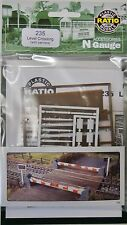 Level Crossing With Barriers - N Gauge Ratio 235 Post F1