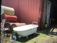 AntiqueClaw Foot Bath Tub Cast Iron Vintage with Claw feet. LOCAL PICK UP ONLY.