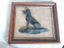 """Tableau chien de chasse en résine en relief signé """"Georges Laurent Copyright"""""""