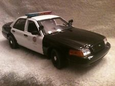 1/18 scale LAPD  POLICE UT MOTORMAX  DIECAST MODEL WITH WORKING LIGHTS AND SIREN