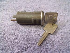 NOS CHEVROLET BLAZER SUBURBAN GMC JIMMY ELECTRIC TAILGATE LOCK CYLINDER 73 - 91
