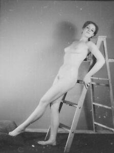 VTG 1950s 35MM NEGATIVE BRUNETTE PINUP NUDE POSING ON LADDER LEGGY 277-24