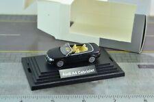 0131 02-1:87 Wiking Audi TT Roadster gris con marrones sentados