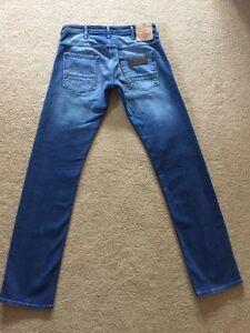 NEW Mens Wrangler Spencer Slim Stretch Jeans W28 L32 BNWT (934)