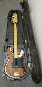 PEAVEY 1985 VINTAGE PATRIOT ELECTRIC BASS GUITAR WITH/ HARD CASE