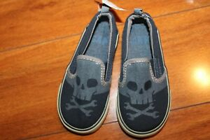 NWOT BOYS GAP SZ 7 SHOES CANVAS SKULL