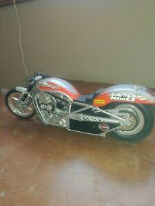 Screamin' Eagle Vance & Hines NHRA Pro Stock Bike Harley Davidson 1:9 scale.
