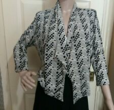 Marks and Spencer woman petite Size 18 black and white open top geometric print