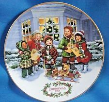 """1991 Avon Porcelain Plate Christmas Carolers - """"Perfect Harmony"""" - w/ 22 kt gold"""