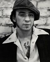 🔴 VERY YOUNG Guitar Legend Stevie Ray Vaughan - SRV  -  8x10 photo !