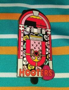 HOOTERS RESTAURANT HOOTERS RED HEART MUSIC JUKEBOX COLLECTIBLE PIN RARE