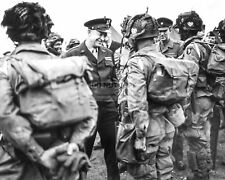 GENERAL DWIGHT EISENHOWER SPEAKS w/ PARATROOPERS BEFORE D-DAY 8X10 PHOTO (CC837)