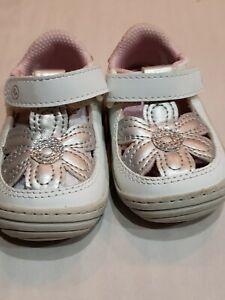 Stride Rite Kids Daisy Baby/Toddler Girl's Flower T-Strap Sneaker
