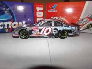 1/24 JOHNNY BENSON #10 VALVOLINE / JAMES DEAN  2001 ACTION NASCAR DIECAST
