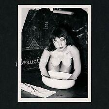 PRETTY NUDE WOMAN WASHING HERSELF NACKTE FRAU WÄSCHT SICH * 60s Risque Photo #5