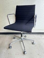 Vitra EA 117 Bürostuhl mit Armlehnen Drehstuhl Charles & Ray Eames Schwarz Stoff
