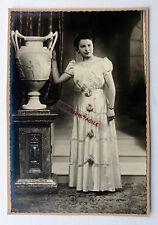 GRANDE PHOTO JEUNE FEMME GRANDE ROBE GRAND VASE à la grec N194
