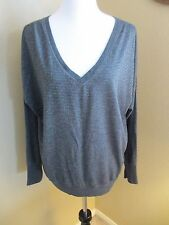 AMERICAN EAGLE OUTFITTERS GREY SILVER LONG SLEEVED V-NECK KNIT TOP XL