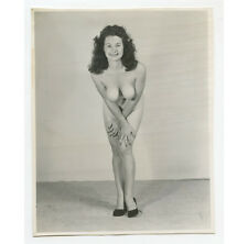 VINTAGE PIN UP PHOTO BUSTY NUDE WOMAN LEANING IN/SMILING/POSING ADULT ONLY ITEM