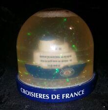 BOULE A NEIGE LES CROISIERES DE FRANCE. DIAM.9CM HAUT. 8CM