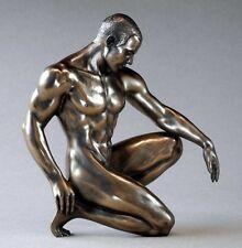 BODY TALK - man poses 75079 - Akt Skulptur - knieender Athlet - Figur H 16.00 cm