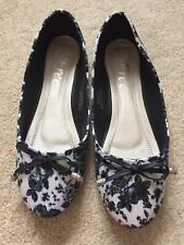 Ladies/Girls Black And White Floral Flat Shoes ~ Size 5 Brand New Without Tags