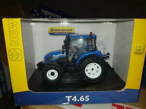 UNIVERSAL HOBBIES 5257 NEW HOLLAND T4.65 2017 TRACTOR 1/32