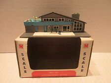 Bachmann N Scale Contemporary House 7303:300 Train Accessory Building