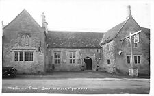POSTCARD  OXFORDSHIRE    SHIPTON  UNDER  WHYCHWOOD    The  Shaven  Crown  RP