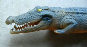 """Vintage 1960s/1970s Rubber alligator crocodile HUGE 26"""" Inflatable blow up."""