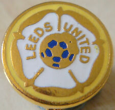 LEEDS UNITED Vintage club crest type Badge Brooch pin in gilt 17mm x 17mm