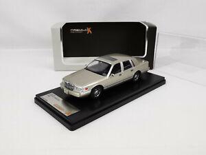 Lincoln Town car de 1996 beige métal 1/43 Premium X