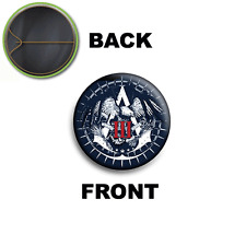 PIN SPILLA 2,5 CM 25 MM LOGO 1 ASSASSIN'S CREED III CONNOR KENWAY PS3 XBOX PC