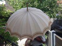 Ancienne ombrelle dentelle broderie déco costume ancien vêtement Shabby brocante