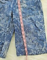ATTYRE NEW YORK Women's Blue and White Stretch Bermuda Shorts Size 2