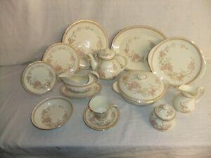 c4 Porcelain Royal Doulton The Romance Collection - Lisette H 5082 (1981) - 1B2E