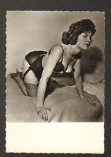 PHOTO de STUDIO : PIN-UP en sous-vetement , période 1950