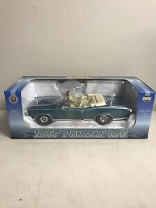 Napa Crown Premiums 1967 Pontiac GTO convertible 1/24 Scale NIB