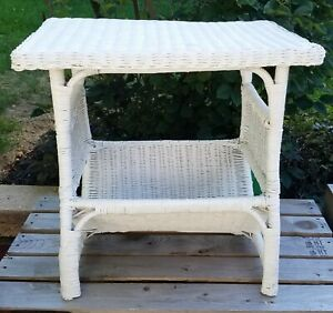 VINTAGE WHITE WICKER SIDE TABLE MAGAZINE RACK NIGHT SIDE STAND PORCH FURNITURE
