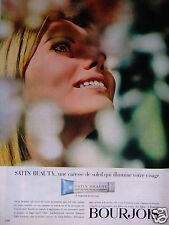 PUBLICITÉ 1967 BOURJOIS SATIN BEAUTY UNE CARESSE DE SOLEIL - ADVERTISING
