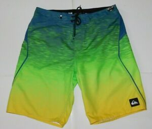 Quiksilver Striped  Boardshorts Size 32 Brand New