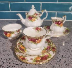 Royal Albert - Old Country Roses - Tea Set For 1 - Bone China - Deceased Estate