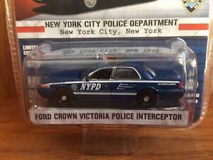 1/64 Greenlight Hot Pursuit Series 13 NYPD Auxiliary Ford Crown Victoria Police