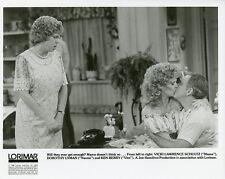 VICKI LAWRENCE KEN BERRY DOROTHY LYMAN KISS MAMA'S FAMILY 1988 NBC TV PHOTO