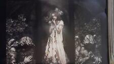 Victoria Frances cartel 61 cm X 91 Cm