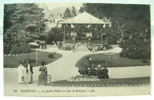 CPA - Mayenne - Le Jardin Public un Jour de Musique - TBE