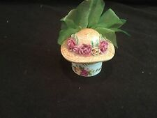 ROYAL ALBERT DECORATIVE CHINA BOX OLD COUNTRY ROSES HAT WITH ROSES