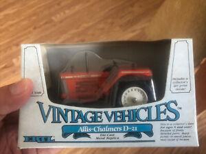 ERTL Vintage Vehicles Allis-Chalmers D-21 Tractor Die Cast 1/43